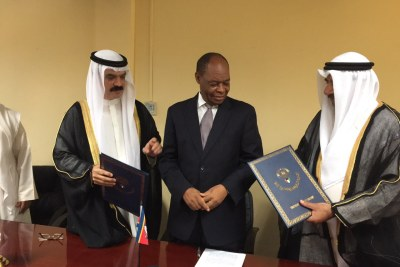 The Loan Agreement was signed on behalf of the Kingdom of Swaziland by Mr. Martin Dlamini, Minister of Finance, and the Deputy Director-General of the Kuwait Fund for Arab Economic Development, in attendance of His Excellency Hasan Oqab, Ambassador of the State of Kuwait to South Africa and Mr. Abdulrahman Al-Hashim, Regional Manager for Central, East and South African Countries.