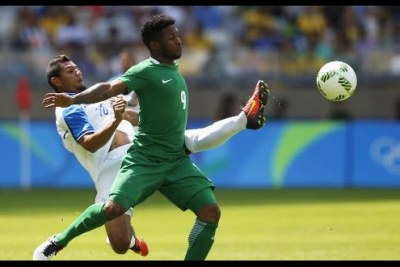 Nigerian player fights for ball against Honduras