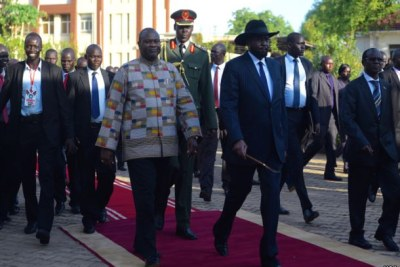President Salva Kiir (R) and Riek Machar (L).