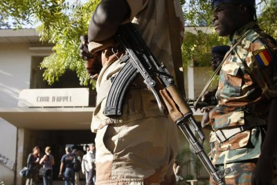 Soldats tchadiens devant le tribunal de Ndjamena (photo d'illustration).