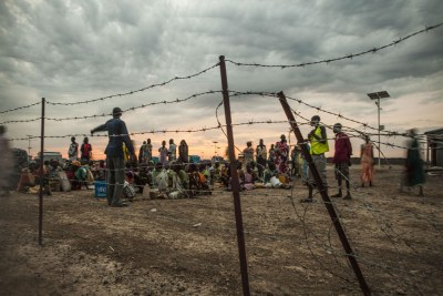 Internally displaced persons (IDPs) line up early in the morning for a general food distribution at the UN Protection of Civilians Site, Malakal, South Sudan. (file photo).