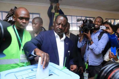 Nasa presidential candidate Raila Odinga casts his vote at Old Kibera Primary School on August 8, 2017 during the General Election.