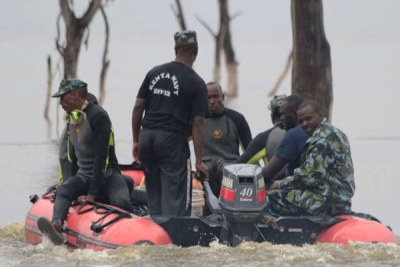 Kenya Navy divers on October 24, 2017 search for missing passengers of the helicopter that crashed into Lake Nakuru.