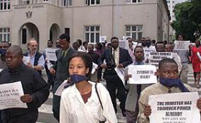 Zimbabwe: Corruption in Zimbabwe (Trafigura Special) 27-05-14