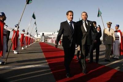 le roi du Maroc, Sa Majesté Mohamed VI  Accueillant le president francais Nicolas Sarkozy