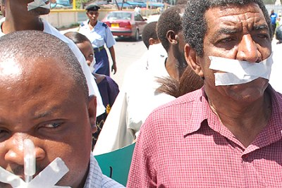 Journalists in Nairobi take part in a demonstration to protests against gag on press freedoms. (file photo).