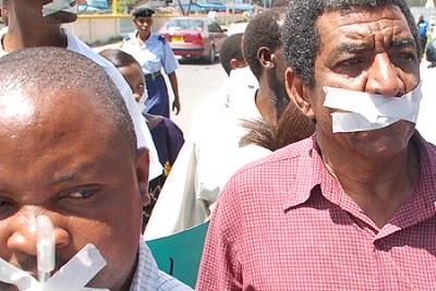 Des Journalistes à Nairobi qui manifestent pour la Liberté de Presse.