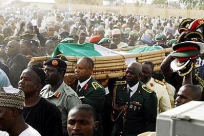 Le président Umaru Yar'Adua, est décédé le 5 mai 2010 à Abuja à l'âge de 58 ans.Il a été inhumé dans son État natal de Katsina.