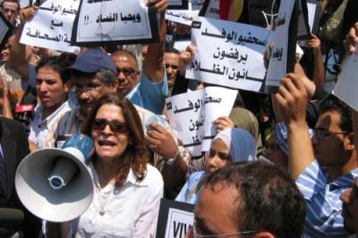 Des manifestants sur les rues de Caire.