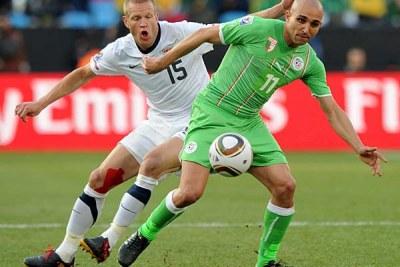L'algérien Rafik Djebbour dans un duel avec l'américain Jay Demerit
