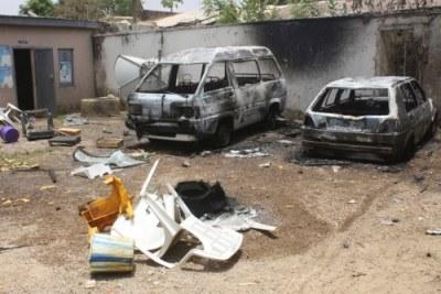 Des véhicules brûlés au Bureau de la Collectivité locale PDP à U/Sarki Kaduna par les jeunes fâchés.