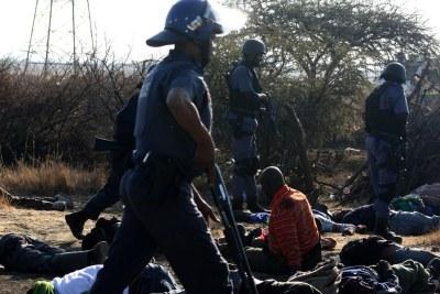 La police sud-africaine, déployée sur le site de Marikana.