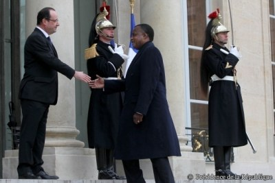 Le président Denis Sassou Nguesso reçu au Palais de l'Elysée par François Hollande.