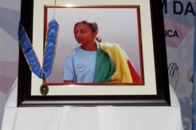 Journalist Reeyot Alemu, currently serving a five-year jail term in Ethiopia, was awarded the Guillermo Cano World Press Freedom Prize for 2013.