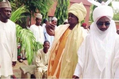 Le nouvel émir de Kano, Sanusi Lamido Sanusi, à droite.