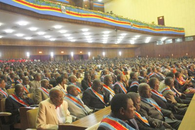 Une vue des députés nationaux et sénateurs congolais au palais du peuple (siège du parlement).