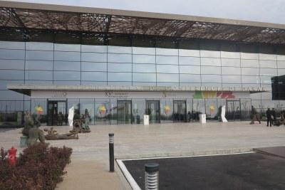 Vue extérieure du Centre International de Conférence de Dakar à Diamniadio, une des réalisations phares du Plan Sénégal Émergent (PSE)