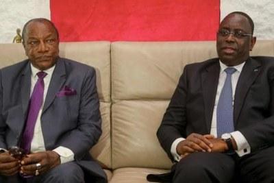 Le président Alpha Condé de la Guinée en visite de travail au Sénégal avec son homologue Macky Sall (archive)