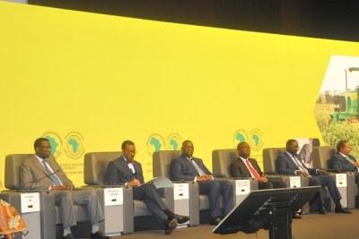 Présidium lors de l'ouverture officielle de la Conférence Internationale de Haut niveau sur la transformation de l'agriculture en Afrique, Centre Internationale de Abdou Diouf, Diamniadio,  le 21 octobre 2015.