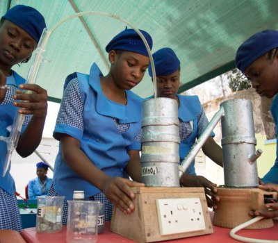 Nigerian Students Build Robots to Tackle Waste