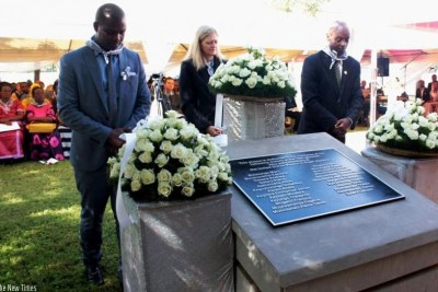 Amb. Erica Barks-Ruggles (C), Freddy Mutanguha, the regional director of Aegis Trust (L), and Dr Jean Damascene Gasanabo, of CNLG (R), pay their respects to US Embassy staff victims of the 1994 Genocide against the Tutsi (file photo)
