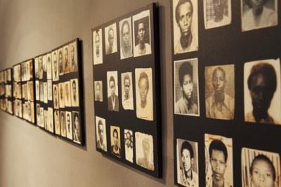 La photo de la salle d'exposition du Genocide Memorial à Kigali