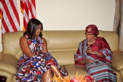 Michelle Obama et ses filles en Afrique pour pousser l'éducation des filles.