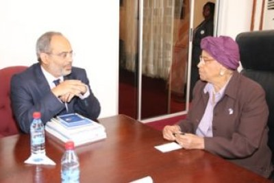 President Sirleaf chats with Dr. Lopez.