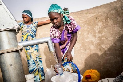Girls collect water at a pump station in the Dar es Salam camp in Chad (file photo).