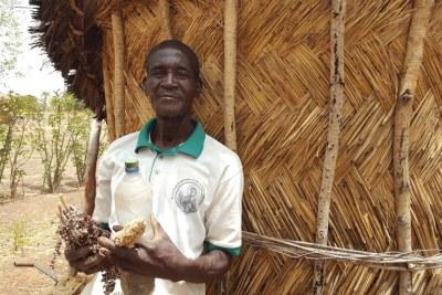 Théodore Nabaloum, producteur agroécologiste de Korsimoro, dans le nord du Burkina Faso. Comme lui, une centaine d'agriculteurs de cette commune se sont convertis au bio