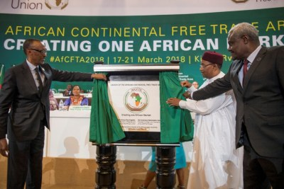 African Union chair and Rwandan President Paul Kagame, President Mahamadou Issoufou of Niger, and the chair of the African Union Commission Moussa Faki Mahamat unveil a plaque marking the launch of the African Continental Free Trade Area at the Kigali Convention Centre on March 21, 2018.