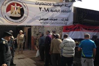 Un bureau de vote à l'ouverture le 26 mars dans le vieux Caire.