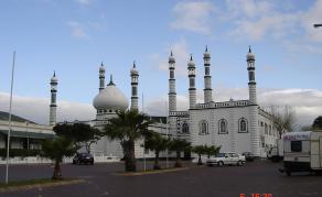 Inquiétude et interrogations après l'attaque d'une mosquée en RSA