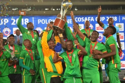 Zimbabwe celebrate after their dramatic victory over Zambia in the 2018 Cosafa Cup final (file photo).