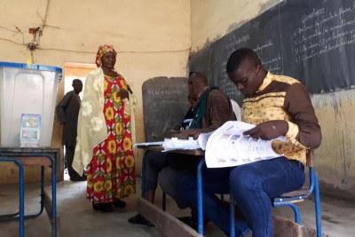 Les 23 000 bureaux de vote répartis dans l'ensemble du pays ont ouvert à 8 heures (heure de Bamako), ils fermeront à 18 heures.