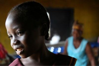 Portrait de Gift Sherman, une élève de cinq ans de l'école primaire Hope Kindergarten dans la ville de Buchanan, au Libéria, en juin 2016