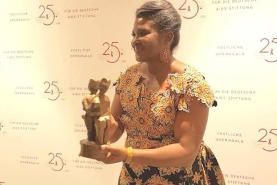 First Lady Monica Geingos receives World Without AIDS Award.