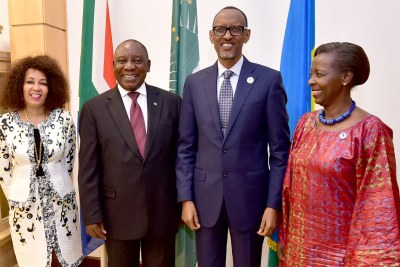 From left to right: South African Minister of International Relations and Cooperation Lindiwe Sisulu, President Cyril Ramaphosa, President Paul Kagame and Minister of Foreign Affairs and Cooperation in Rwanda Minister Louise Mushikiwabo at the State house in Kiigali (file photo).