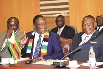President Emmerson Mnangagwa flanked by Vice Presidents Constantino Chiwenga, right, and Kembo Mohadi (file photo).