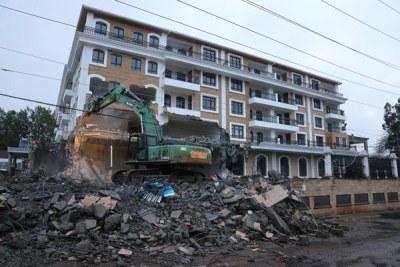 Sany the excavator demolishes Grand Manor Hotel.