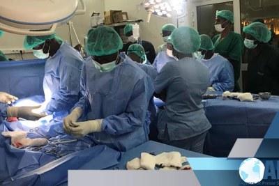 (Photo d'archives) - Des sœurs siamoises séparées avec succès à l'hôpital Albert-Royer