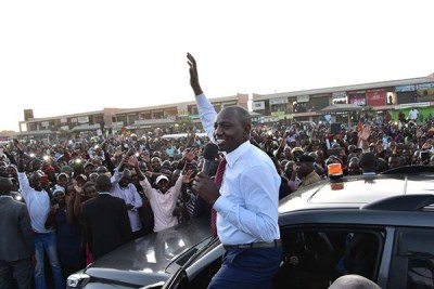 Deputy President William Ruto addresses Kitengela residents when he was seeing off President Uhuru Kenyatta to Arusha on January 31, 2019.