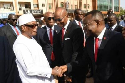 Inauguration de UBA-Mali  par le Président IBK en compagnie du Président de Heirs Holdings de la United Bank for Africa Tony Elumelu