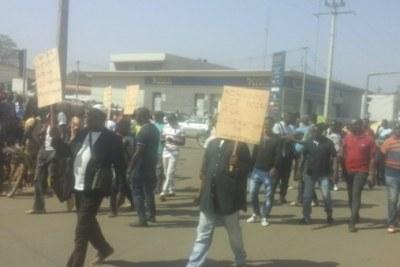 Laurent Gbagbo et Charles Blé Goudé, depuis le 1er février, ont été libérés sous conditions par la Cour pénale internationale (Cpi).  Des victimes, mécontentes de cette décision de la justice internationale, ont organisé, hier, une marche de protestation.