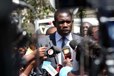 Ouma Oluga, Secretary-General of the Kenya Medical Practitioners and Dentists Union, addresses a press conference at the Supreme Court Buildings (file photo).
