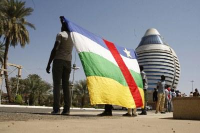 Les Présidents de la RCA, du Soudan et de la Commission de l'Union africaine et 14 groupes armés ont paraphé l'accord de paix et de réconciliation centrafricaine à Khartoum au Soudan le 5 février 2019.
