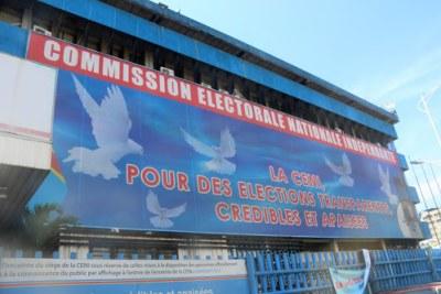 Vue du siège de la Commission électorale nationale indépendante (CENI) à Kinshasa, le 10/05/2018 pour la sensibilisation des électeurs.