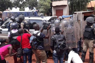 Police surround Bobi Wine's car before his arrest at One Love Beach-Busabala on April 22, 2019.