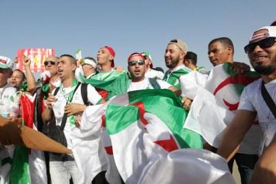 Les Supporters algériens en liesse après la qualification des Fennecs