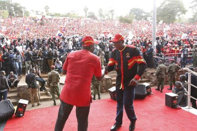 Kenya's President Uhuru Kenyatta (right) and Deputy President William Ruto addresses a rally at Uhuru Park in Nairobi (file photo).